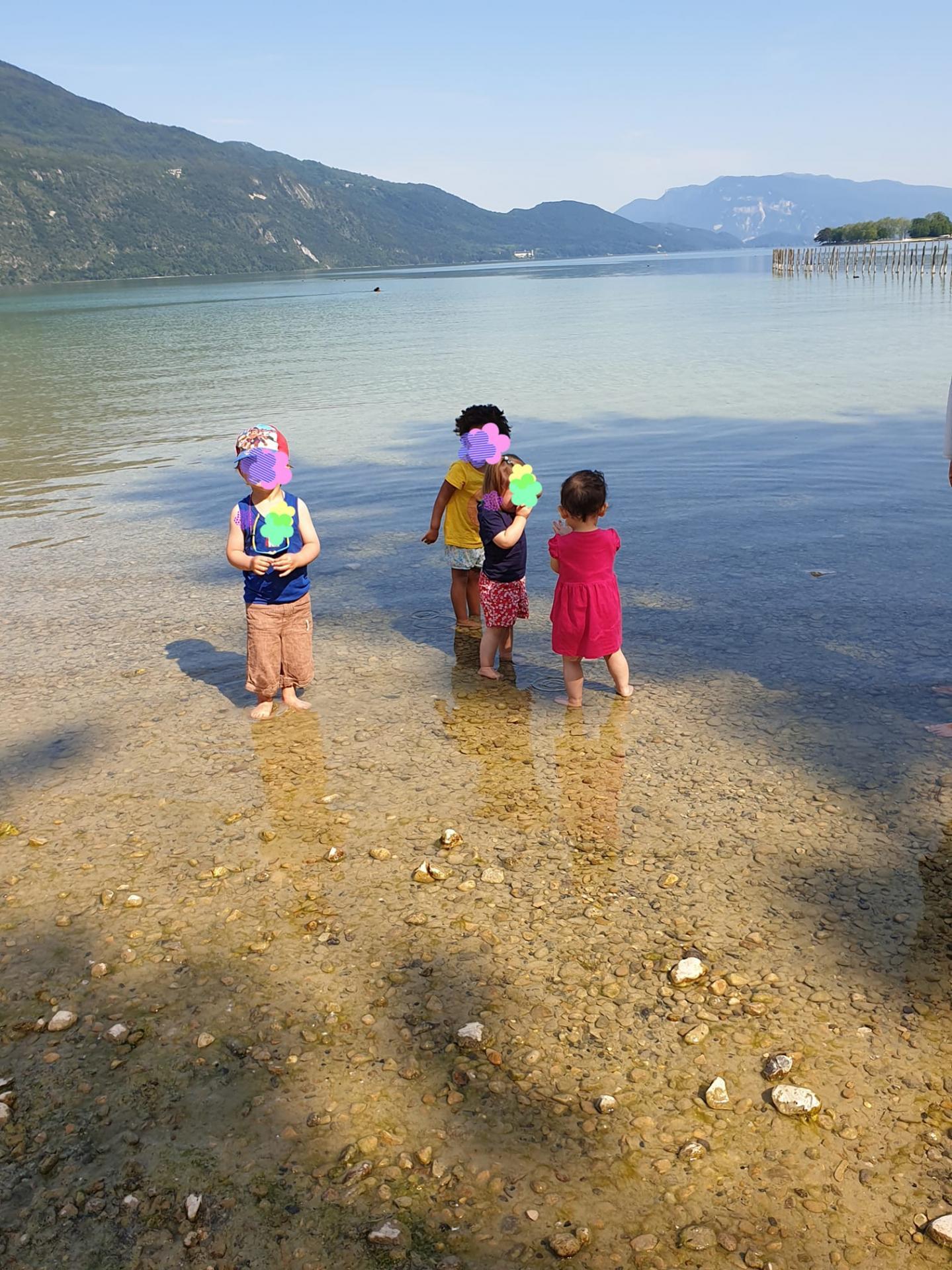 sortie au lac pour les enfants
